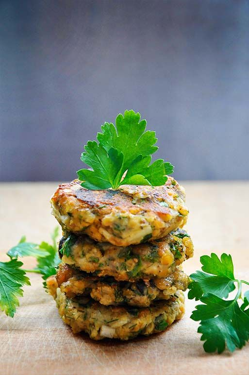 Lentils and Eggplant Patties with Olives and Herbs! #vegan and healthy + made using only simple, budget-friendly ingredients. | www.gourmandelle.com