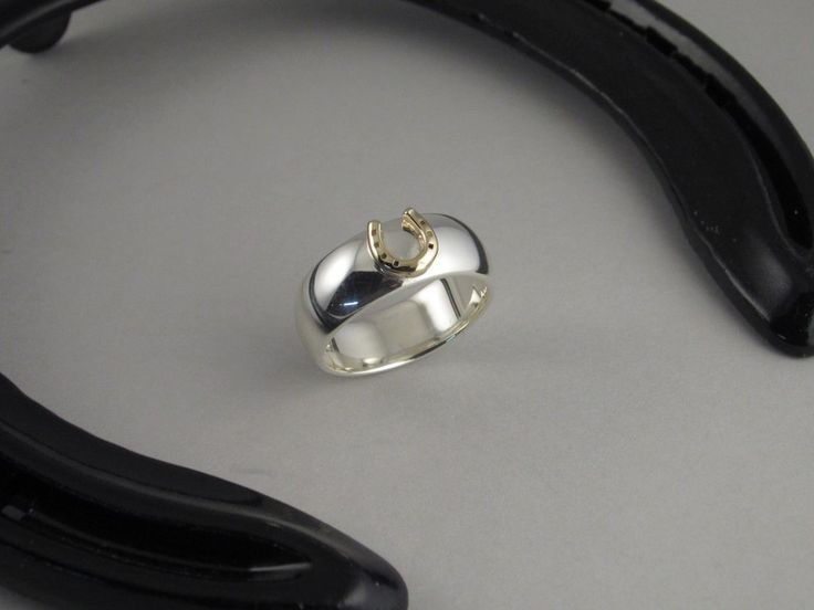 ER15a - Half Round Two Tone Horse Shoe Ring - The Cambridge Collection
