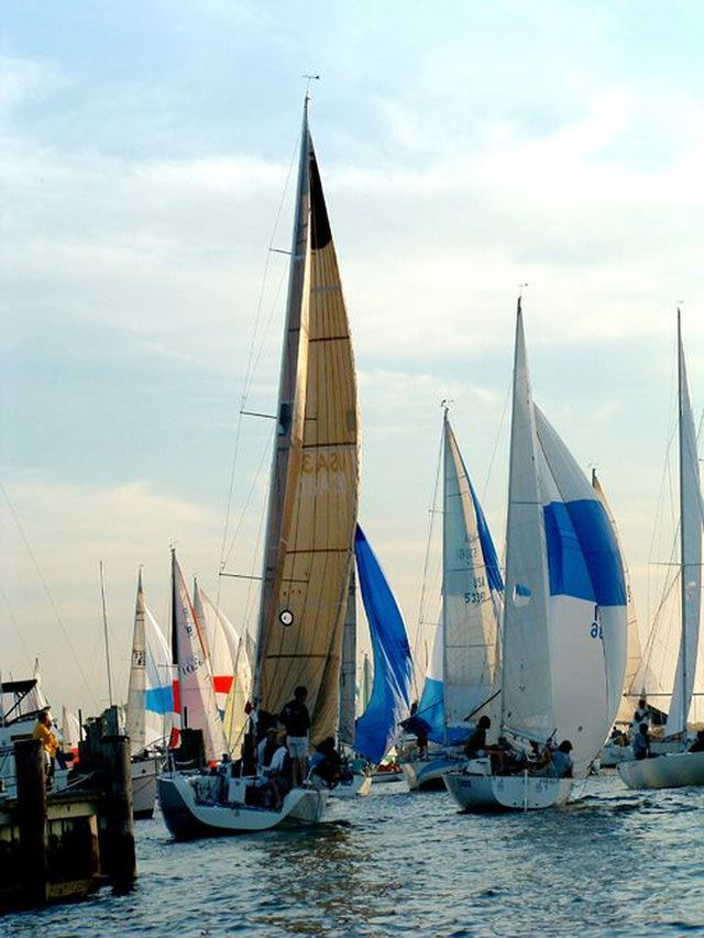 Annapolis Photos - Images of the State Capital of Maryland: Sailboat Racing