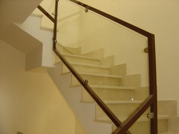 viviendas vppl fuenlabrada madrid escalera interior de mrmol y barandilla de