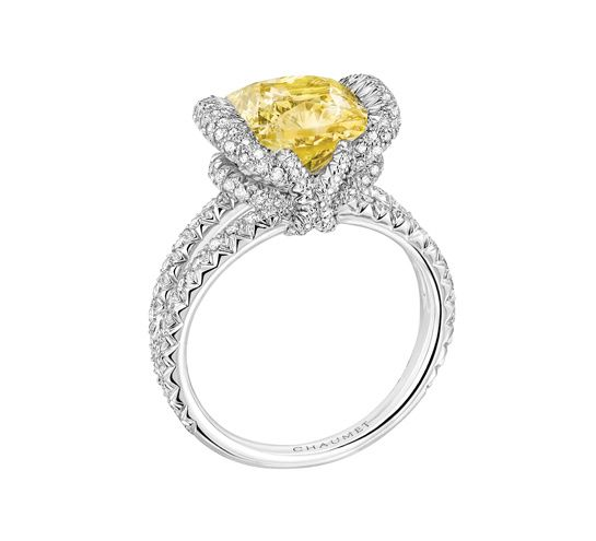 Chaumet Bague Liens Croisés http://www.vogue.fr/mariage/bijoux/diaporama/bagues-de-fiancailles-diamants-jaunes-solitaires/20130/image/1045092#!chaumet-bague-liens-croises-solitaire-diamant-jaune