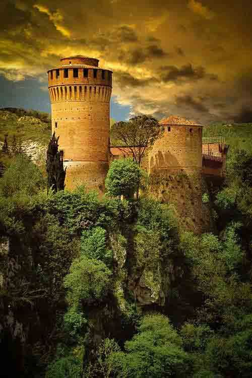 Medieval, Brisighella, Italy https://www.pinterest.com/halinalis/breathtaking-view/