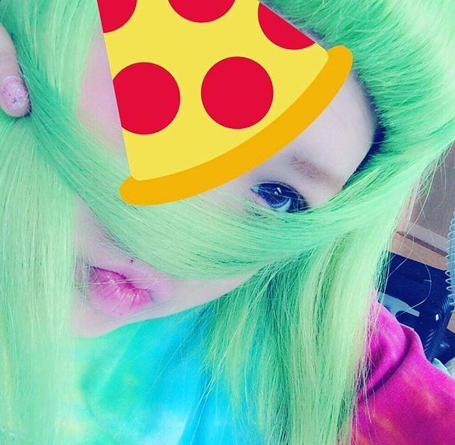 WEBSTA @ soranpy - 高校1年の時#派手髪 #マニパニ #セルフ #ブリーチ #タイダイ #個性的  #manicpanic #japan #fllowme #shibuya #harajuku #harajukufashion #kawaii  #tokyo #