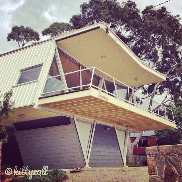 An iconic beach shack, the 1954 McCraith House is in Dromana, Australia. Due to its unique geometric shape, this building is commonly referred to as the Butterfly House or Larrakeyah.