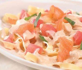 Snelle en eenvoudige recepten: Tagliatelle met zalm en tomaten