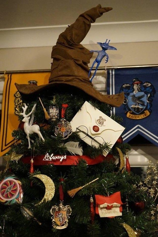 Un sapin de Noël décoré entièrement en phase avec l'univers de Harry Potter : vous allez adorer !