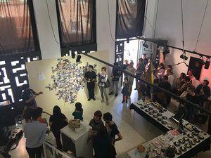 """Durante la exposición colectiva """"El gran fiambre fabuloso"""", Estudio de Arte Tigomigo. Terrassa, Barcelona. Donde participo de un homenaje al dadaísmo, con un collage hecho a mano, junto a 450 artistas de todo el mundo. (13 de mayo 2017) fotografía @GodartLab"""