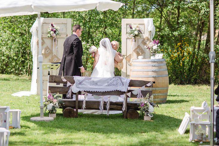 Vintage Gartenhochzeit auf dem Steinbachhof | Hochzeitsblog The Little Wedding Corner