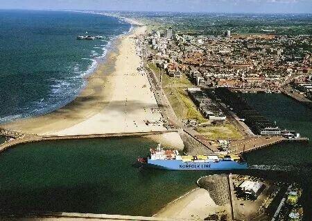 Scheveningen strand looking north