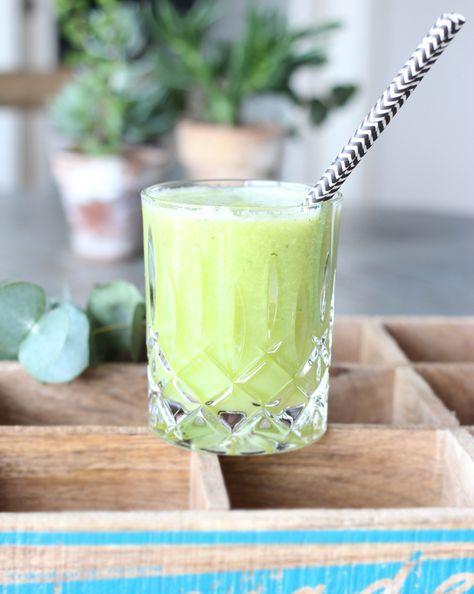 Denne farvefine og smagslækre juice er en ny favorit herhjemme. Den er frisk og har en perfekt underspillet sødme, jeg er vild med den, og hvis du også elsker friskpresset juice, så må du prøve denne herlighed. Min lille bandit på ti måneder er også vild med den, så den skaber også ....