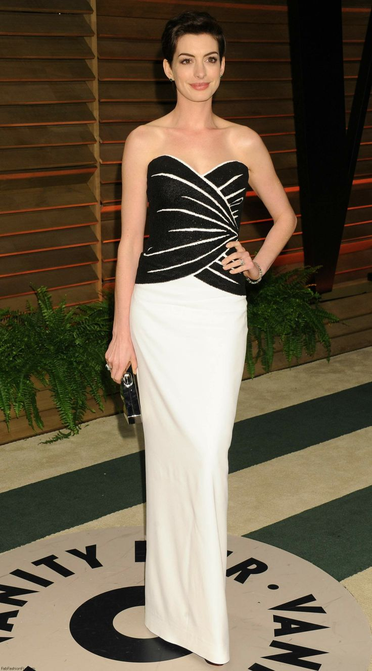 Anne Hathaway in a Viktor & Rolf dress and Neil Lane jewels at the Vanity Fair Oscar Party in Hollywood on March 2nd 2014