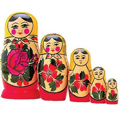 Las matrioskas son conocidas por la cultura rusa. Existen muchos secretos detrás de estas muñecas, para empezar nacieron en Japón y son símbolo de fertilidad. http://www.linio.com.mx/libros-y-musica/arte-y-fotografia/