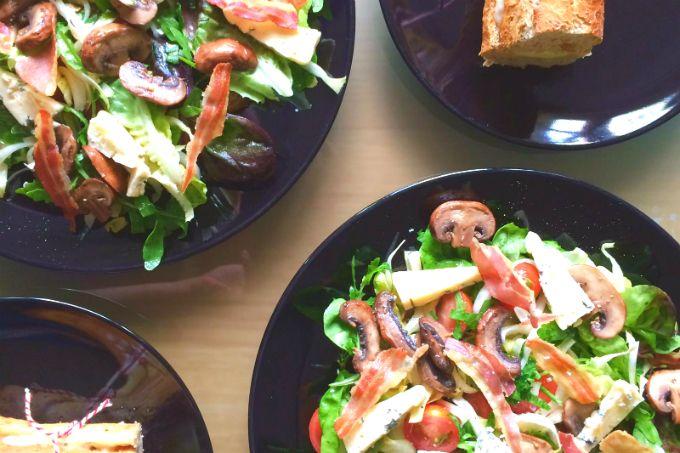 Deze blauwe kaas salade heb je misschien al voorbij zien komen als je me op Instagram volgt. Te lekker om niet te delen! Blauwe kaas salade met pancetta...