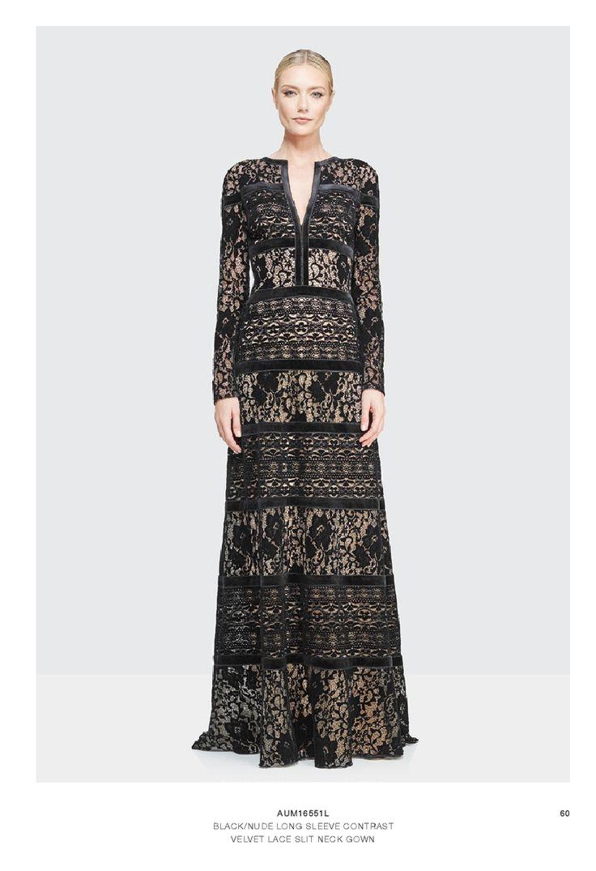 ¿Eres de las mujeres que prefieren un vestido un poco más conservador? Tadashi Shoji tiene este hermoso vestido con encaje y fondo nude que te hará verte distinguida.