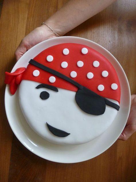 Le gâteau tête de pirate - en pâte à sucre
