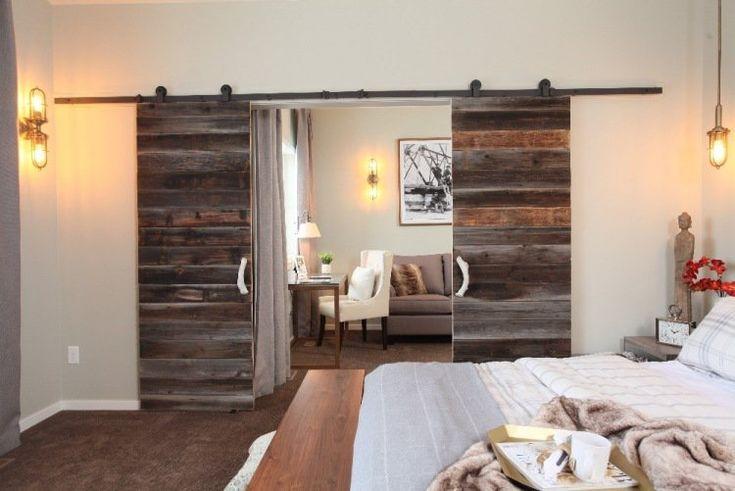 porte coulissante en bois massif, peinture murale gris perle et suspension design