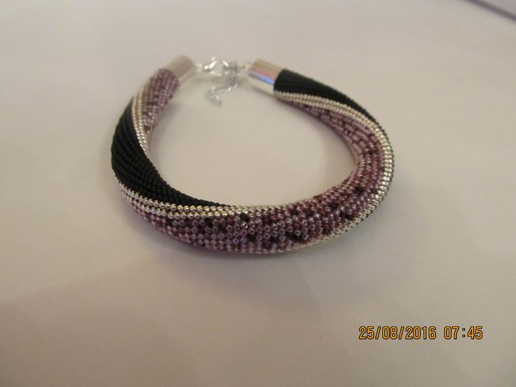 браслет бисер (размер 15, чех, япония,матовый черный, сиренево-фиолет.)