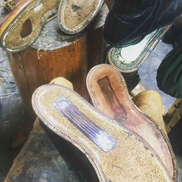 2017/01/31 15:56:20 sprout_company_redcloud 仕事もちゃんとやってますの図 #仕事してないと思われてる#靴の修理 #レッドウイング875 #ロガーブーツ#オールデン #ソールカスタム #ソール交換#ロガーブーツリウエルト#redwing875 #alden