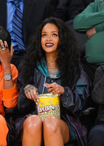 The Los Angeles Lakers Game - January 15, 2015 - 002 - Rihanna Daily Photo Gallery - 24/7 Source for Miss Rihanna