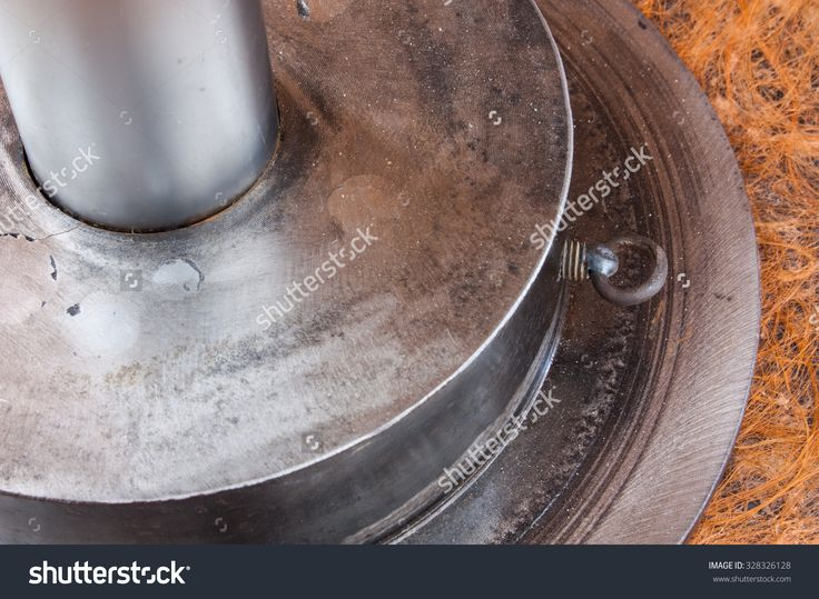 Brake Disc Used As The Basis Table. Zdjęcie stockowe 328326128 : Shutterstock