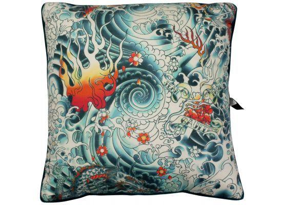 coussin jean paul gaultier avec un motif inspir de la grande vague du peintre japonais kanagawa. Black Bedroom Furniture Sets. Home Design Ideas