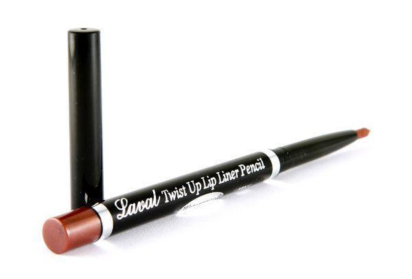 Το Laval Twist Up Lip Liner Pencil είναι το αδιάβροχο, μηχανικό μολύβι χειλιών από τη Laval. Έχει μαλακή υφή και είναι ιδανικό για να τονίζετε το κραγιόν σας. Απλώς περιστρέψτε το και δώστε ένταση και χρώμα στα χείλη σας.
