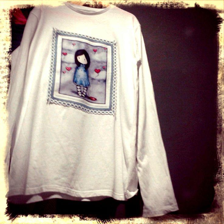 Camiseta infantil decorado con una muñeca Gorjuss del panel de 8 muñecas :) http://bit.ly/1qm5CnG #diy #handmade #gorjuss