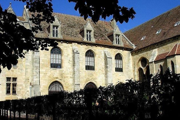 L'Abbaye de Royaumont dans le Val d'Oise, France. Largest Cistercian abbey of Ile-de- France , the Royal Abbey of Royaumont was born from the will of Louis IX, the future Saint Louis (1214-1270). The king, very pious, is involved in the foundation of the abbey and carries out numerous visits throughout his reign, sharing the daily life of monks. ©  Bernard Fosse