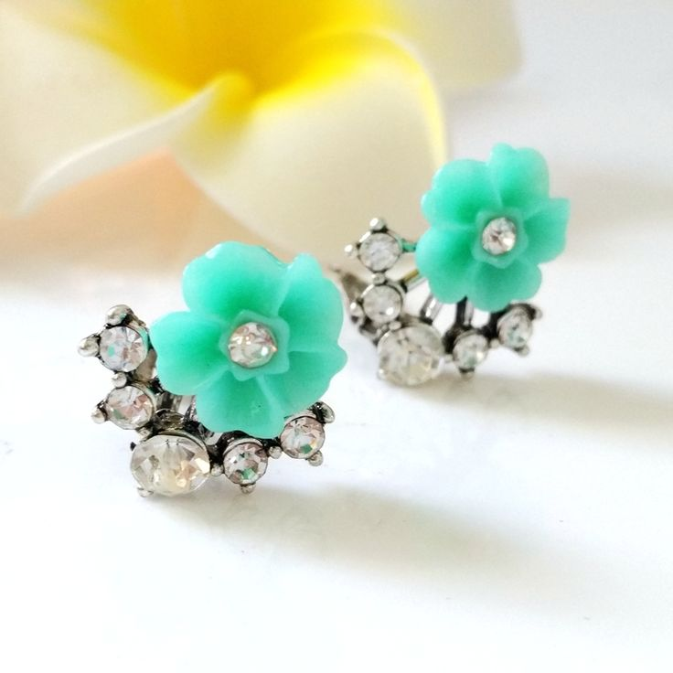 Find More Stud Earrings Information about Cute Teal Blue Daisy Flower Crystal Ear Stud Earrings Silver Tone Clear Round Stones Burst Deco Turquoise Resin Floral Earrings ,High Quality earrings ladybug,China earrings brown Suppliers, Cheap earrings titanium from Dreamland Dresses & Accessories on Aliexpress.com