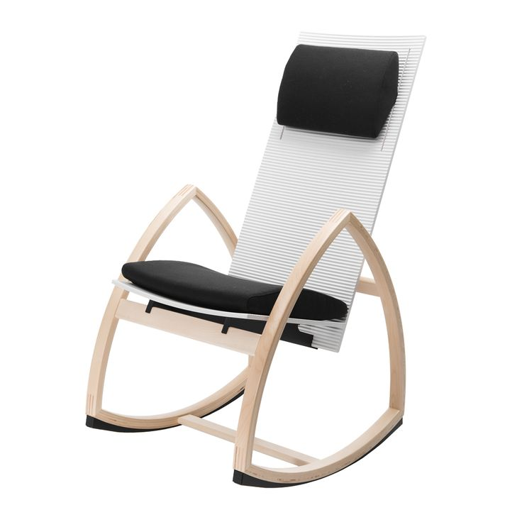 Rock For Peace rocking chair number 2 in natural white. A chair with white seat and wooden armrests. The color of the seat and armrests can be tailored to your taste, which can be finished with the color of your individual liking. The whole will be finished with a completing, nice fitting cushion.