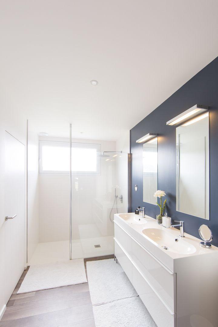 Il blu è un colore rilassante, perfetto per il bagno