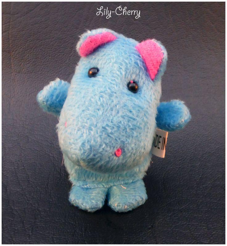 Petite peluche hippopotame marionnette de doigts animal x1 : Fête et Déguisement par lilycherry