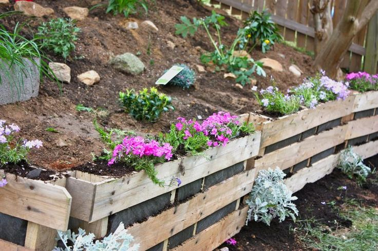 very nice - pallets trimmed in half & turned into a retaining wall