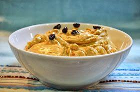 Una crema deliciosa! Ingredientes: -250gr mantequilla -3 huevos -4 cucharadas azúcar glas -2 cucharadas de café instántene...