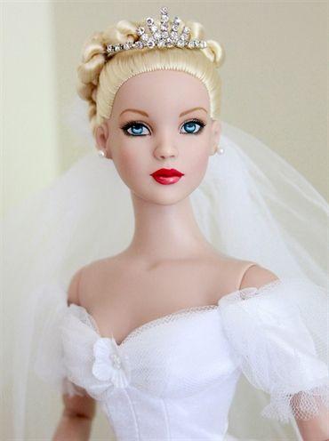 Robert Tonner - Cinderella Bride http://www.pinterest.com/jengeyser/beautiful-dolls/