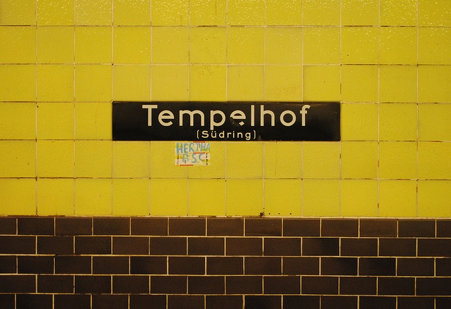 I love the colours of the old u-bahn stations in Berlin. Everything about this says 'vintage'.