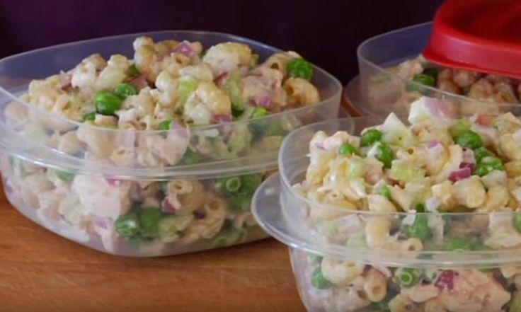 Amateurs de thon, à vos assiettes! Cette salade de pâtes santé est presque TROP bonne pour exister!