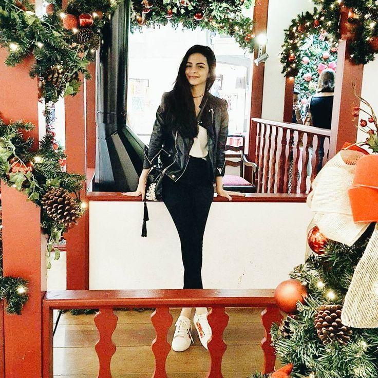 """416 curtidas, 4 comentários - ▪  K A R L A  D I N I Z  ▪ (@karladiniz.k) no Instagram: """"Today🌠Pensa em uma pessoa feliz quando encontra decoração de Natal!!!🎄✨🙋 kkkkk #ootd #xmas #natalkp"""""""