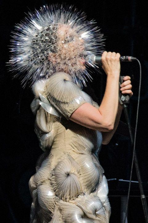 Bonnaroo 2013 - Tava com saudades dos modelos, Björk