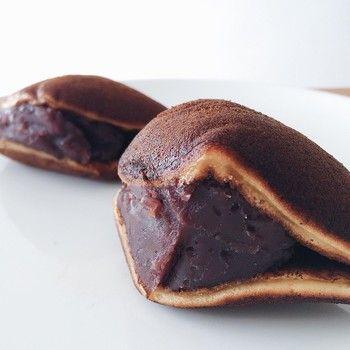 「清寿軒」のどら焼きは何と言っても、たっぷり詰まった餡が魅力。どら焼きは大判と小判の2種類。どちらも餡はボリューミィに詰まっています。