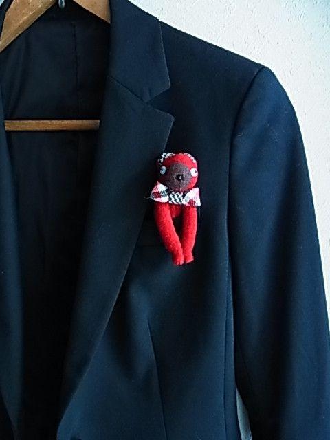 ポケットくまです。千鳥格子のネクタイが可愛いです。耳も千鳥格子です。(画像に2点載せていますが、ダンガリーの方は売り切れました。赤いネクタイの方がこちらの商品...|ハンドメイド、手作り、手仕事品の通販・販売・購入ならCreema。