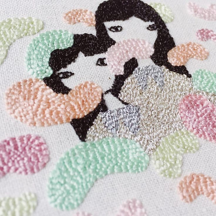 Este y otros bordados mañana estarán a la venta en @taller.leon los esperamos a todos a partir de las 19:30 hasta las 23:00 ✨✨  #Regram via @lauraameba