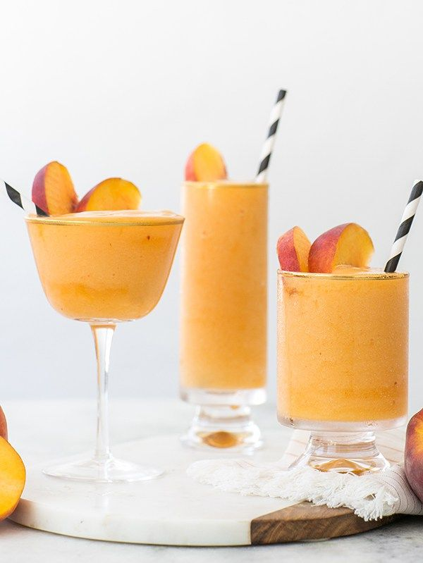Stay Cool with our Frozen Peach Bellinis Recipe / Frozen Cocktails / Peach Cocktails / Summer Cocktails