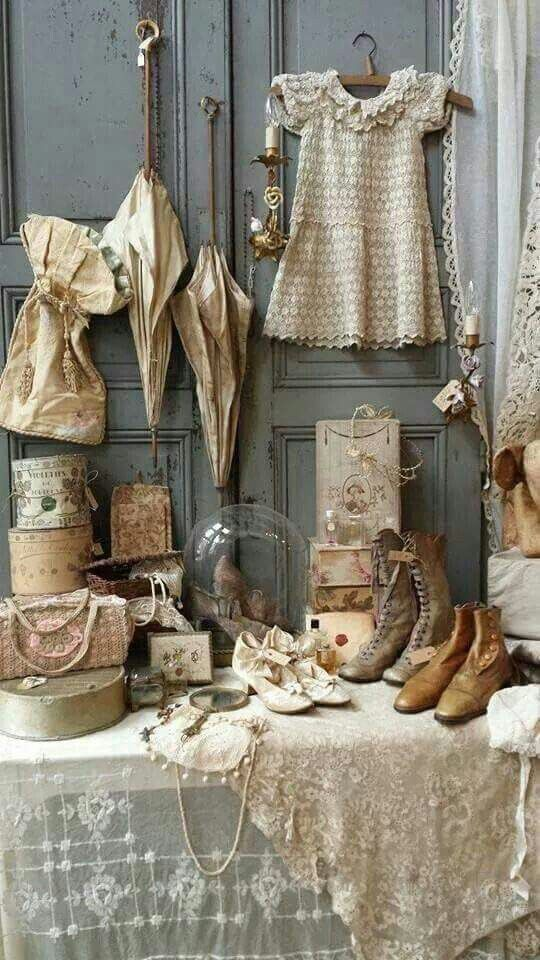 Shabby chic Vintage fabfinds display