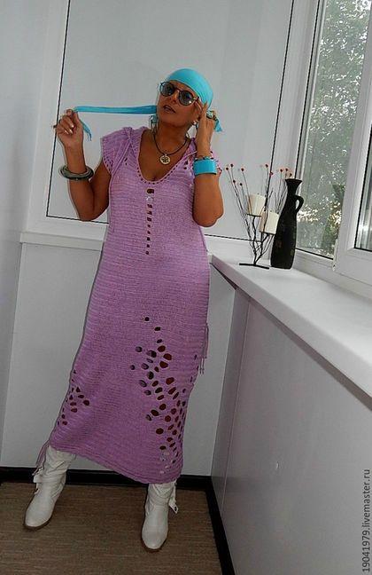 Купить или заказать Платье - чехол с капюшоном для отдыха. в интернет-магазине на Ярмарке Мастеров. ПЛАТЬЕ-чехол с капюшоном. простой вязкой, но фантазийные дырки делают его экстравагантным и неповторимым. Хорошо как для стройных, так и для полноватых девушек! Благородный бирюзовый придает этому платью изысканный вид. крючком.