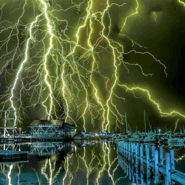 Best I Love Lightning Images On Pinterest Lightning Storms - Storm chaser gets struck lightning films