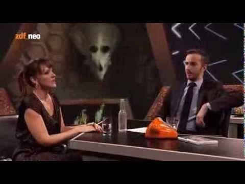Die derzeit Beste der deutschen Comedy-Szene: Carolin Kebekus im Interview bei Jan Böhmermann in ZDF_neo.