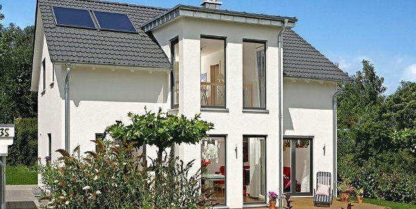 Fertighäuser aus Holz. Haustyp Dreigiebelhaus von Keitel Haus. Einfamilienhaus, Architektenhaus als Holztafelbau. Energiestandard: Passivhaus, Effizienzhaus. Förderung als KfW-Effizienzhaus 55 (KfW 55).