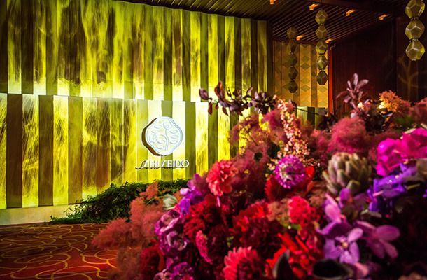 資生堂、改築前のホテルオークラでパーティー開催。チームラボのプロジェクションマッピングも登場 1枚目
