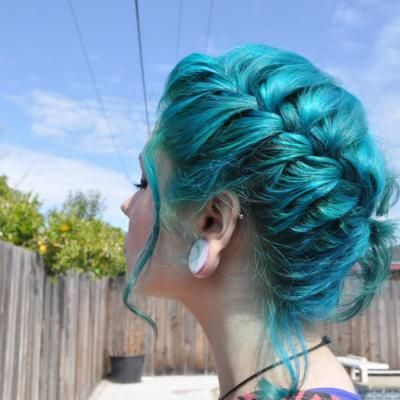 Modré vlasy farbivo - cena a reakcie, ako maľovať v domácnosti?